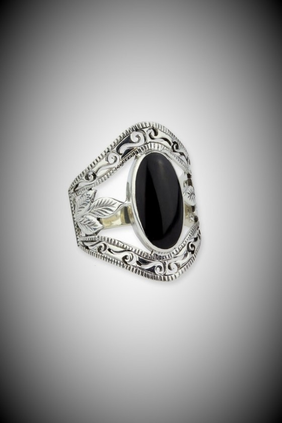 SILVER RING WITH ONYX